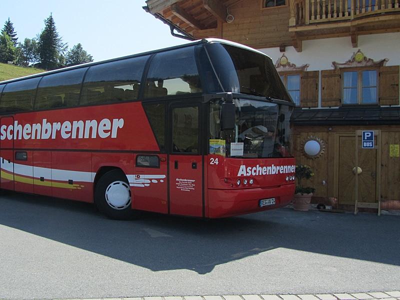 Ausflugsziel für Busse - Parkplatz mit Reisebus