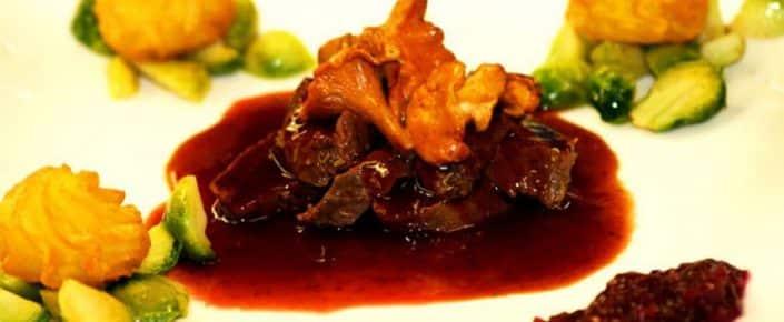 Kulinarisches Rinderfiletstreifen mit Pilzen