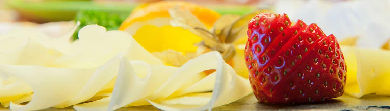 Alm-Kulinarik Erdbeere und Käse