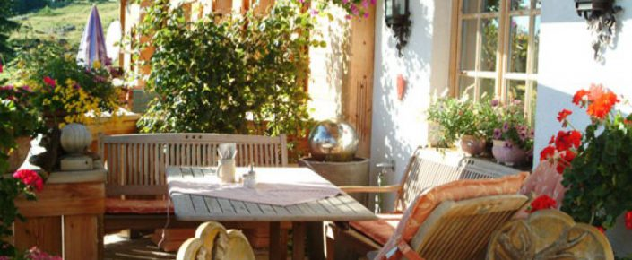 Sonnenalm Terrasse gemütliches Sitzen