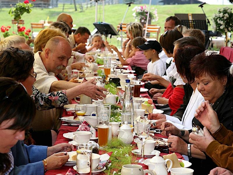Veranstaltungen - Kaffeetafel mit Gästen