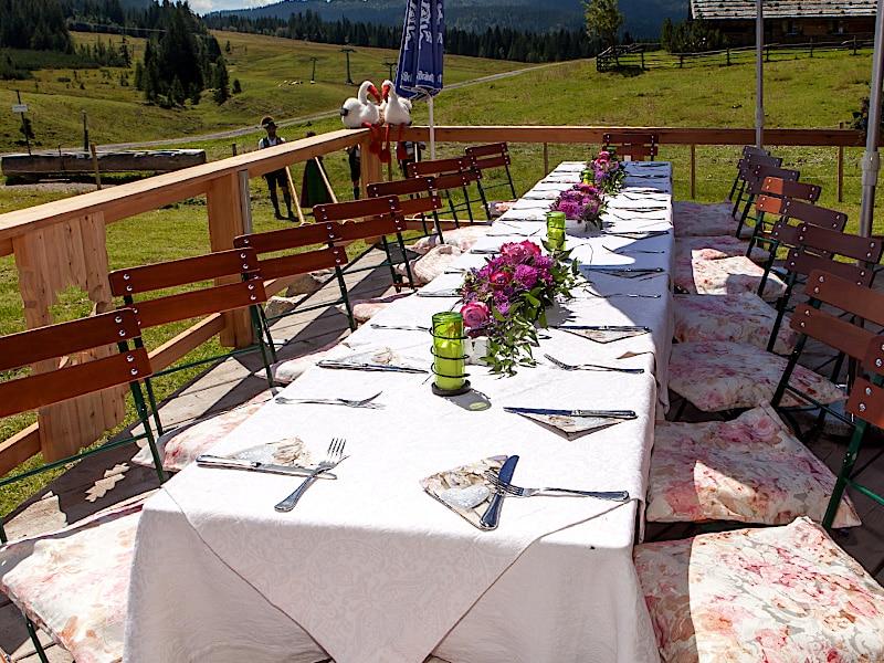 Veranstaltungen - Terrasse mit gedeckter Tafel
