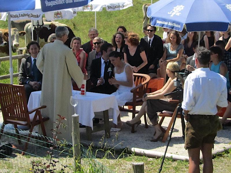 Veranstaltungen - Pfarrer und Brautpaar