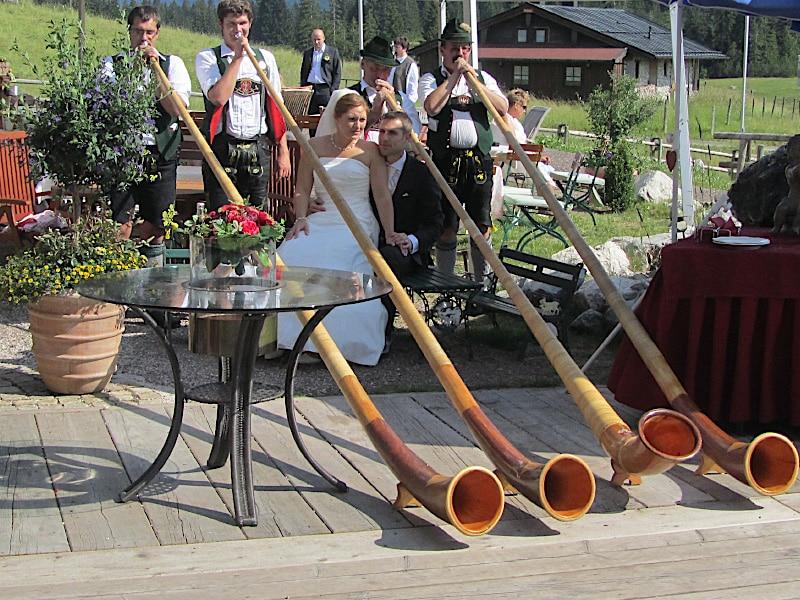 Veranstaltungen - Alphornbläser mit Brautpaar