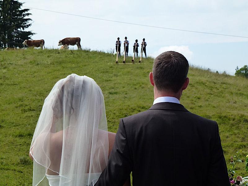 Veranstaltungen - Brautpaar und Alphornbläser