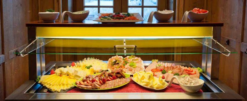 Alm-Kulinarik - Frühstück Vitrine
