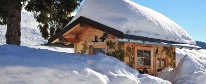 Aktivitäten Winter - verschneiter Stadel